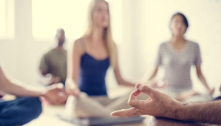 Respirazione yoga: come rilassarsi con il pranayama (2 esercizi per iniziare a praticare a casa tua)