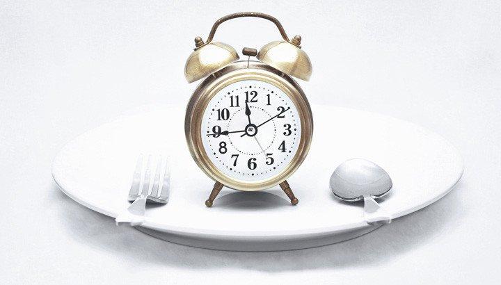Digiuno intermittente: la dieta naturale efficace per perdere peso rapidamente e riguadagnare piena salute